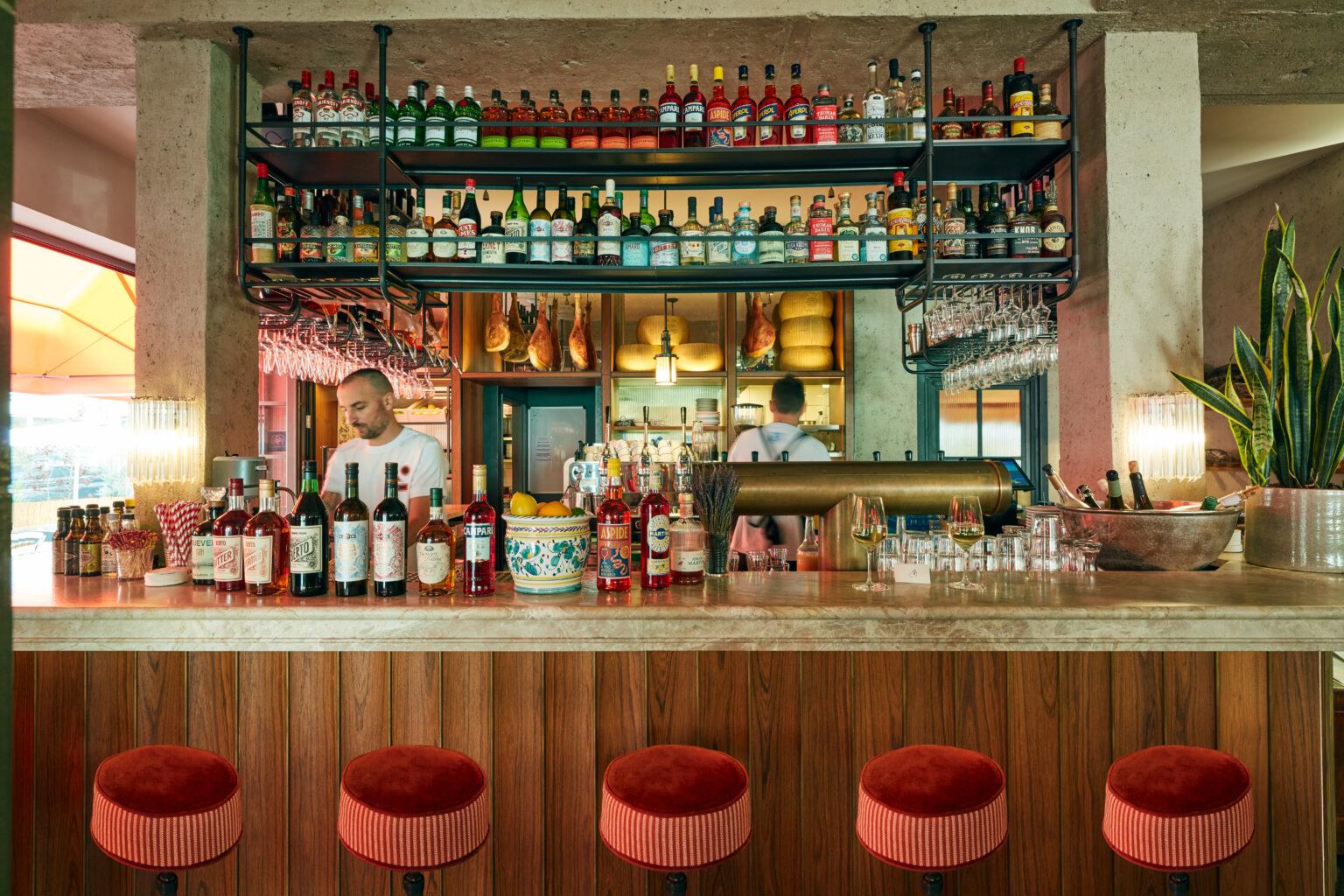 Supernova_restaurant_muenchen_maxvorstadt_italienisch_hip_angesagt_bar_drinks_cocktails_sprizz_aperitivo_wein_karriere_jobs_gastronomie